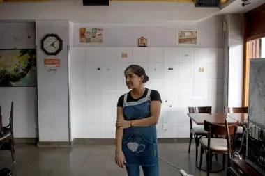 Soledad Aguirre de la panaderia la Gloria teme por su fuente de trabajo. Vendieron solo 5 docenas de facturas