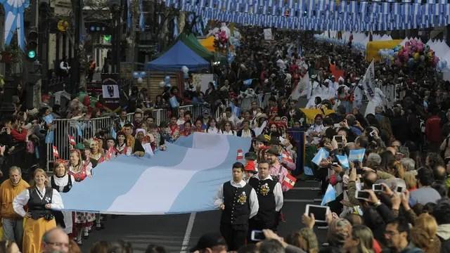 Los festejos del Bicentenario en la Av. de Mayo, Buenos Aires. Foto: DyN