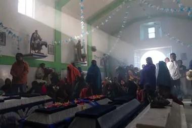 Servicio funerario realizado para cinco de los diez músicos que fueron emboscados y asesinados por presuntos miembros del cartel Los Ardillos