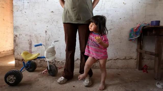 Miseria: la ciudad de Ingeniero Juárez (15.000 habitantes), al noroesta, tiene sólo dos calles asfaltadas y alarmantes niveles de pobreza y marginalidad; además sufre el flagelo del narcotráfico