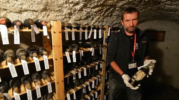 Los vinos hallados en un sótano del castillo checo datan de 1892 en adelante