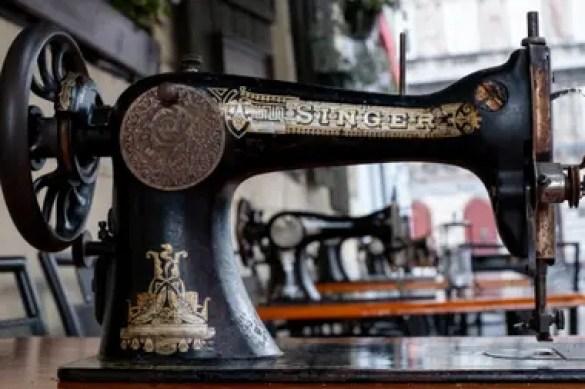 Una máquina de coser Singer