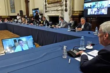 Debate sobre el impuesto a la riqueza, presidido por Álvaro González