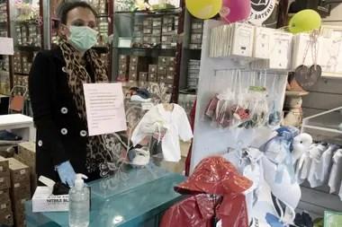 Coronavirus: los locales de venta de ropa de bebés pudieron abrir sus puertas este martes en Roma