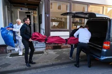 Dos cuerpos más aparecieron en un departamento en Wittingen, en el norte de Alemania.