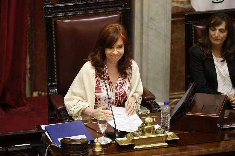 El debut de Cristina Kirchner como presidenta del Senado: correctivo a un senador, miradas y una jugada exitosa - LA NACION