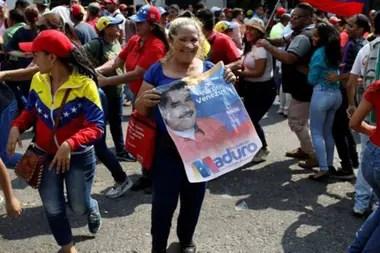 """""""Nosotros tenemos una solidez en la legitimidad y el apoyo popular"""", asegura Maduro."""