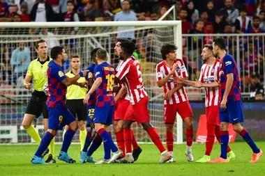 La pelea continuó entre otros jugadores tras el cruce entre Messi y Joao Félix