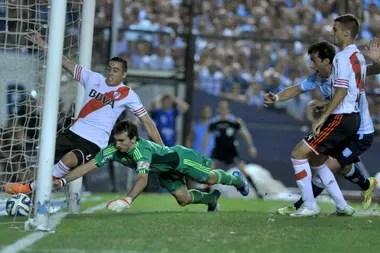 El gol de Racing ante River, en el partido decisivo del torneo local que River estuvo más cerca de ganar en el ciclo Gallardo: el Transición 2014