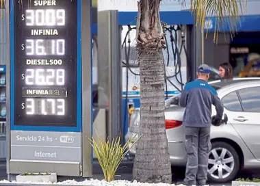 La suba, que entró en vigor ayer, fue del 1%; en la petrolera explican el incremento por el alza en los biocombustibles