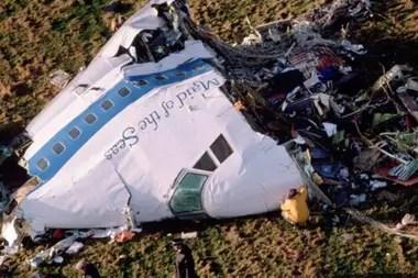 La cabina del piloto y la sección delantera del avión cayeron en un campo cerca de la Iglesia de Tundergarth
