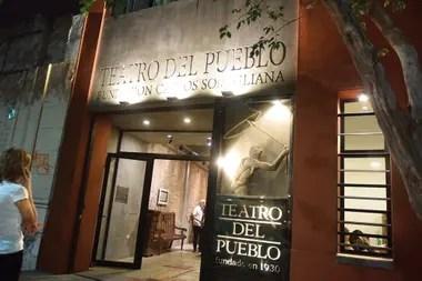 Cossa es presidente de la Fundación Somigliana, encargada de llevar adelante el Teatro del Pueblo, y protagonista indiscutido de célebres debates estéticos y culturales fundamentales del siglo XX
