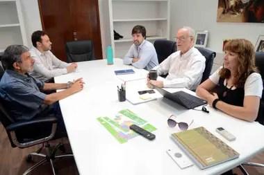 Nora Etchenique, junto al ministro de Salud bonaerense, Daniel Gollán, y el ministro de Ciencia, Tecnología e Innovación de la Nación, Roberto Salvarezza