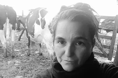 La tambera Alejandra Badino que tiene su producción láctea en Cañada Rosquín, Santa Fe, hace 41 años que sostiene ese oficio
