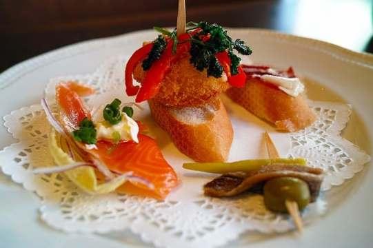 restaurant-1094268_640