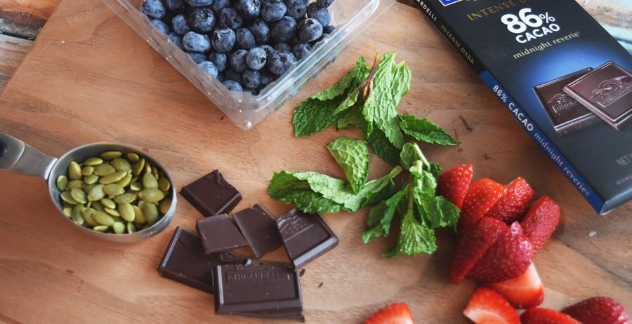chocolate-mint-berry-quinoa-bowl