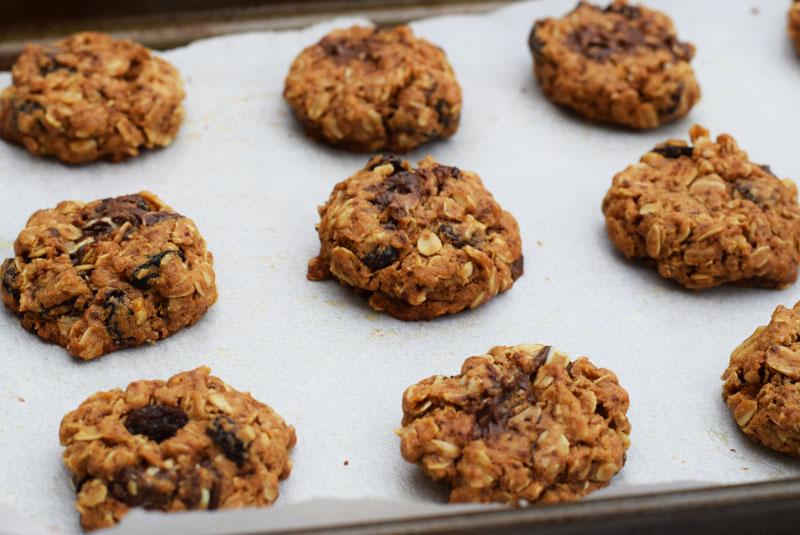 Oatmeal Raisin Peppermint Cookies #christmascookies #oatmealraisin #ad