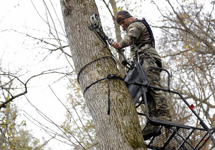 BE CAREFUL WHEN INSTALLING YOUR TREESTAND