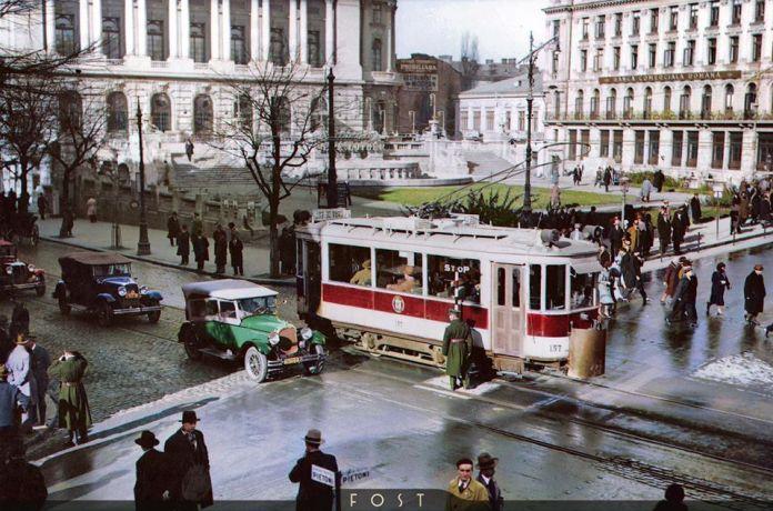 Bucuresti, anii '20-'30. Intersectia dintre Calea Victoriei si Bulevardul Regina Elisabeta.