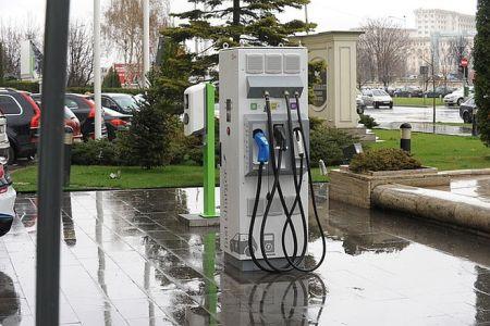 Creste numarul statiilor de incarcare rapida pentru masinile electrice din Bucuresti!