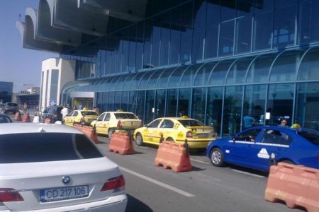 Probleme GRAVE cu taxiurile in zona Aeroportului Otopeni!