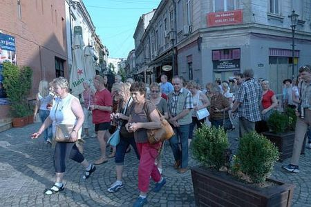 Hotelierii din Bucuresti ii cer Gabrielei Firea sa renunte la taxa de promovare turistica