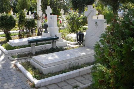 Gabriela Firea are o noua firma in subordine! Va ingriji cimitirele Bucurestiului!