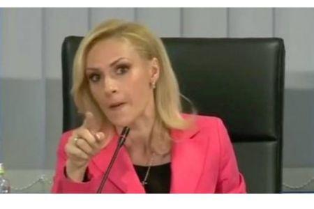 """PSD-istii Gabrielei Firea au trecut la VIOLENTE in Consiliul General al Capitalei! Consiliera USR facuta """"PROSTITUATA""""!"""