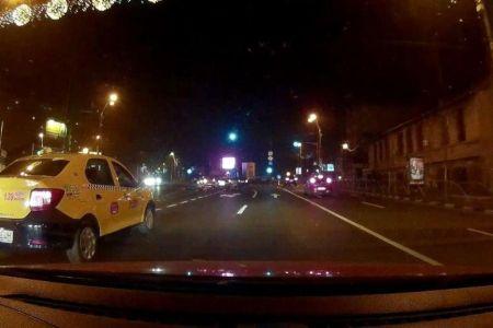 Un tanar din Bucuresti a fost BATUT de politisti dupa ce s-a certat cu un taximetrist care nu vroia sa-i dea restul!