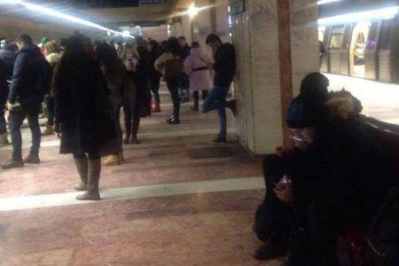 Scene socante la metrou, in statia Unirii: Un barbat a plecat pe jos, pe sine! Garnitura l-a lovit in plin, omorandu-l!
