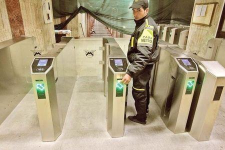 Vezi cum arata NOUL SISTEM de acces la metrou! Turnichetii sunt ISTORIE!