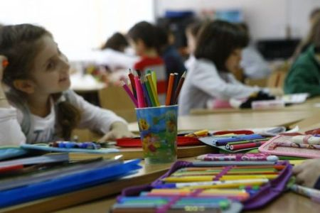 Val de nemultumire in randul parintilor din Bucuresti: Copiii sunt controlati in ghiozdane!