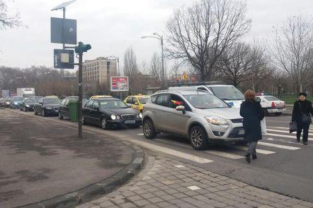 Protest pe roti, impotriva lui Tariceanu, in centrul Bucurestiului: Sute de masini au mers in jurul Parlamentului claxonand!