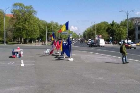 Cine sunt oamenii care protestează non-stop in Piața Victoriei?!