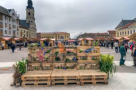 Dati mai departe sa vada si Firea! Cum arata Targul de Pasti din Oradea, sau cel din Sibiu, in comparatie cu Bucurestiul!
