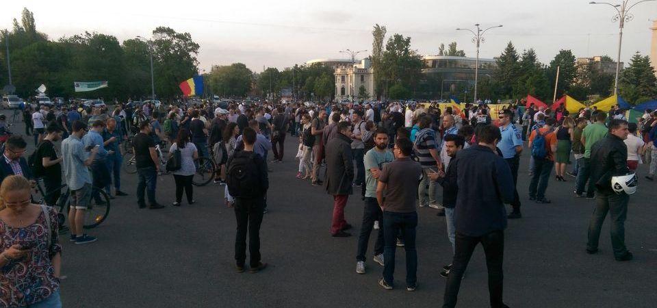 """FOTO-VIDEO Bucurestiul iese iar in Piata Victoriei la PROTESTE! """"Nu gratierii coruptilor!"""""""
