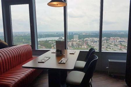 FOTO – În Bucuresti s-a deschis restaurantul la CEA MAI MARE inaltime din Romania! Vezi privelistea si cat costa o masa!