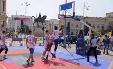 Aproape 2000 de elevi, din tot Bucurestiul, participa la Festivalul Sportului din piata George Enescu!