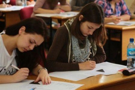 Bacalaureat cu probleme in Sectorul 2! Elevii unui liceu au primit subiectele cu doua ore mai tarziu decat ceilalti!
