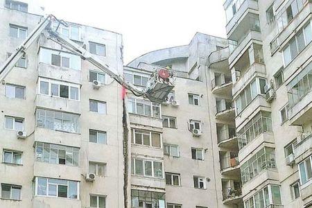 Un bloc de pe Soseaua Crangasi, unde locuiesc sute de familii, risca sa se PRABUSEASCA!