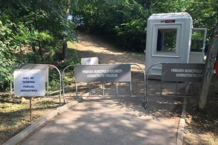 Cum a rezolvat Gabriela Firea problema pasarelei din Herastrau? A inchis zona respectiva din parc, pur si simplu!