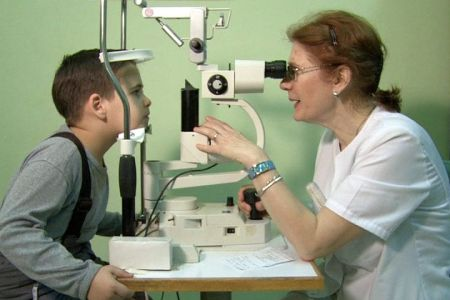 In perioada vacantei de vara copiii din Bucuresti pot face controale oftalmologice gratuite!
