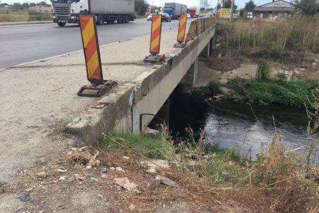 FOTO-Accidentul cu trei morti si sase raniti, dupa ce au sarit cu masina in Dombovita: De ce nu monteaza Primaria Capitalei parapeti?