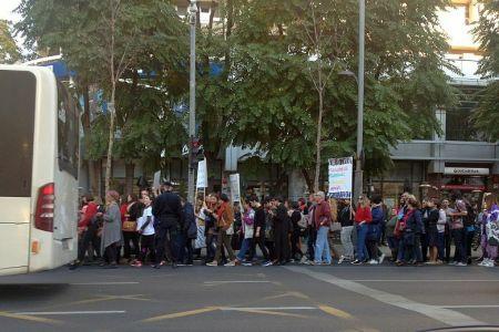 Peste 500 de bucuresteni au participat la un mars impotriva barbatilor agresivi si violenti