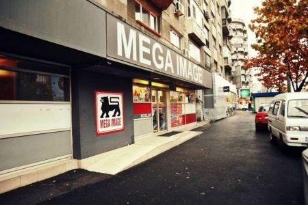 Magazin Mega Image, de la parterul unui bloc din Sectorul 4, amendat pentru ca facea mizerie si deranja vecinii