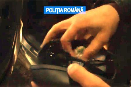 VIDEO- Sofer drogat prins de Politie in centrul Bucurestiului! In portbagaj avea zeci de oglinzi furate!