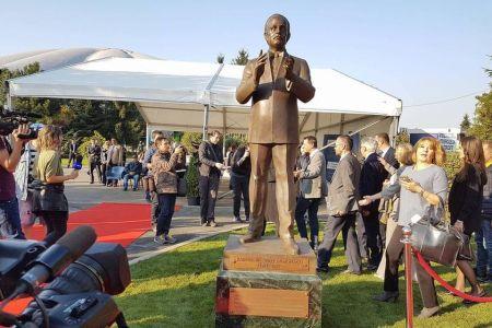 Gabriela Firea a inaugurat astazi statuia Printului Rainer al III-lea de Monaco, care a costat 8,5 milioane
