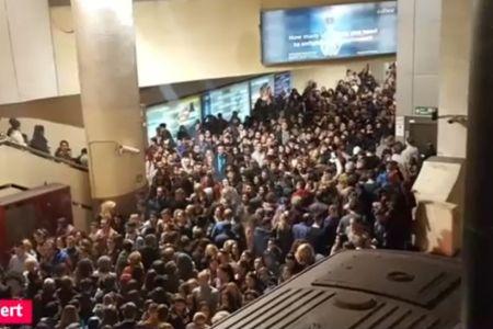 Un nou incident la metrou: Statia Piata Victoriei s-a umplut de fum!