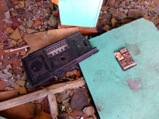 Старый радиоприёмник и диск с записями боёв Кости Цзю