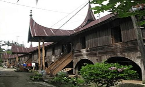 rumah adat minangkabau dan penjelasannya